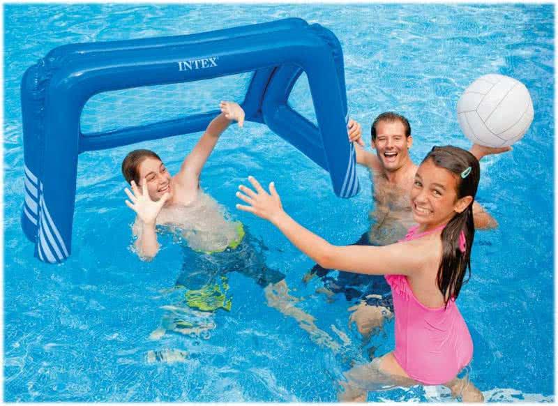 Gioco pallanuoto gonfiabile giochi di piscina intex for Gioco di piscine